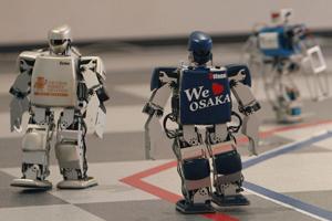 У японському місті Осака вперше в історії стартував марафон людиноподібних роботів
