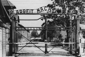 11 квітня - Міжнародний день визволення в'язнів фашистських таборів