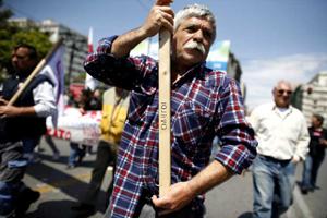 В центрі Афін та інших містах Греції пройшли масові страйки