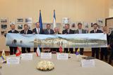 «Інвестиційний» форум в Криму: без росіян, але з фото Романових
