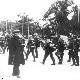 Дід спостерігає за німцями, що йдуть повз нього, 19 вересня 1941 року