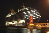 Біля берегів Італії сів на мілину лайнер: загинуло 3 людей