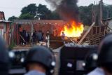 Бразильська поліція розігнала майже 6000 жителів незаконного поселення