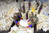 Фото дня. 31 січня. Токсичний викид у Китаї, залізнична аварія в Амурській області та інше