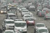 Фото дня. 14 лютого. Негода паралізувала рух транспорту у Києві, У Світі святкують День Святого Валентина та інше