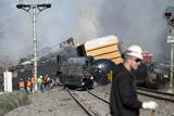 Фото дня. 28 березня. У США зійшов з рейок потяг з небезпечними матеріалами, у Канаді горять торфовища та інше