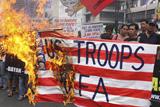 Фото дня. 18 травня. Антиамериканські протести на Філіппінах, відбірковий тур на конкурс Міс Всесвіт у Торонто та інше