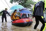 Фото дня. 13 червня. Сильна повінь на Тайвані, серія вибухів у Багдаді та інше