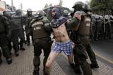 Фото дня. 29 серпня. Протести на вулицях Чилі, в Італії викрали ампулу з кров'ю Папи Римського Іоанна Павла II та інше
