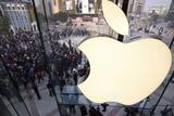 Фото дня. Apple відкрила в найбільший магазин в Азії, фестиваль Impossibility Challenger у Будапешті та інше