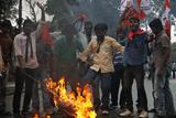 Фото дня. 2 листопада. Масові студентські протести в Індії, археологи знайшли найдавніше селище території Європи та інше