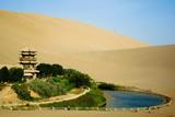 Озеро півмісяць - китайський оазис у пустелі