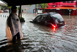 Фото дня. 7 грудня. Сильні зливи у Буенос-Айресі, фінальний турнір з родео та інше