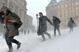 Фото вихідного дня. 8-9 грудня. У Східній Європі від морозів гинуть люди, новий автомобіль папи римського Бенедикта XVI та інше