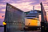 У Німеччині спустили на воду найбільшу в світі яхту