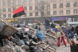 Євромайдан після нічного штурму. Нові барикади та прибирання снігу