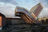 Безробітний художник створив вражаючі варіації одного готелю