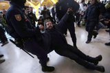 Акція протесту проти масових скорочень в Іспанії закінчилася сутичками з поліцією