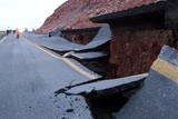 Фото дня. 21 лютого.  Дорожній колапс у США, Google представив гаджет вразить світ та інше