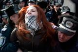 Біля Адміністрації Януковича затримали вісьмох активісток