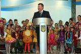 Янукович зустрівся з талановитими дітьми України