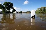Повінь в Німеччині. На річці Ельба поблизу Магдебурга прорвало дамбу