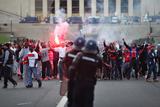Футбольні фанати влаштували погроми в Парижі