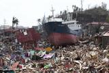 """Наслідки тайфуну """"Хайян"""" на Філіппінах: масштабні руйнування та десятки тисяч загиблих"""