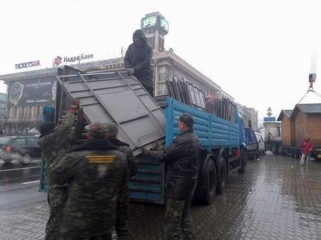 Міліція просить мітингувальників у Києві