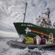Човен Greenpeace Arctic Sunrise входить до Північного морського шляху з боку берегової лінії Росії на знак протесту проти видобутку нафти в Арктиці, 24 серпня 2013 року