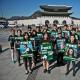 24 волонтери Greenpeace у Південній Кореї протестують проти ув'язнення 30 активістів Greenpeace у Мурманську