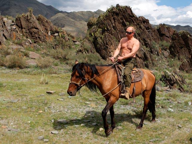 """В.В. Путин на коне - фото, """"облетевшее"""" всемирную сеть"""