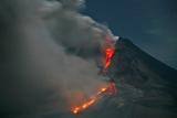 Фото дня. 14 січня. Виверження вулкана Сінабунг в Індонезії, портрет Степана Бандери на будівлі КМДА та інше