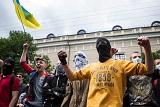 """Ультрас заблокували під Лаврою """"миротворчих активістів"""""""