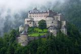 Cередньовічний замок Хоенверфен у АвстріЇ