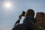 Як кияни спостерігали сонячне затемнення