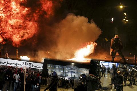 Сутички з поліцією на марші пам'яті в Афінах