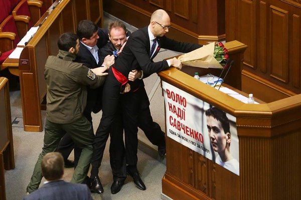 Премьер Бельгии не принял отставку главы МВД из-за терактов - Цензор.НЕТ 1010