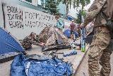 """Активісти блокують офіс """"Інтера"""" у Києві"""