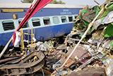 На півночі Індії потяг зійшов із рейок. Більше 100 загиблих
