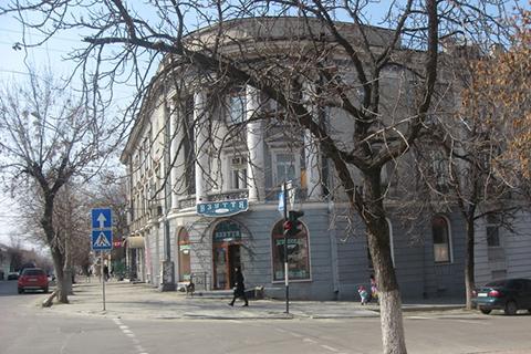 Будній день в історичному центрі Луганська