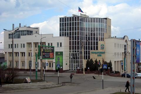 Весна на вулицях Луганська. Багато агітації і мало людей