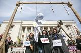 Під Верховною Радою пройшла акція проти законопроекту, який обмежує повноваження НАБУ