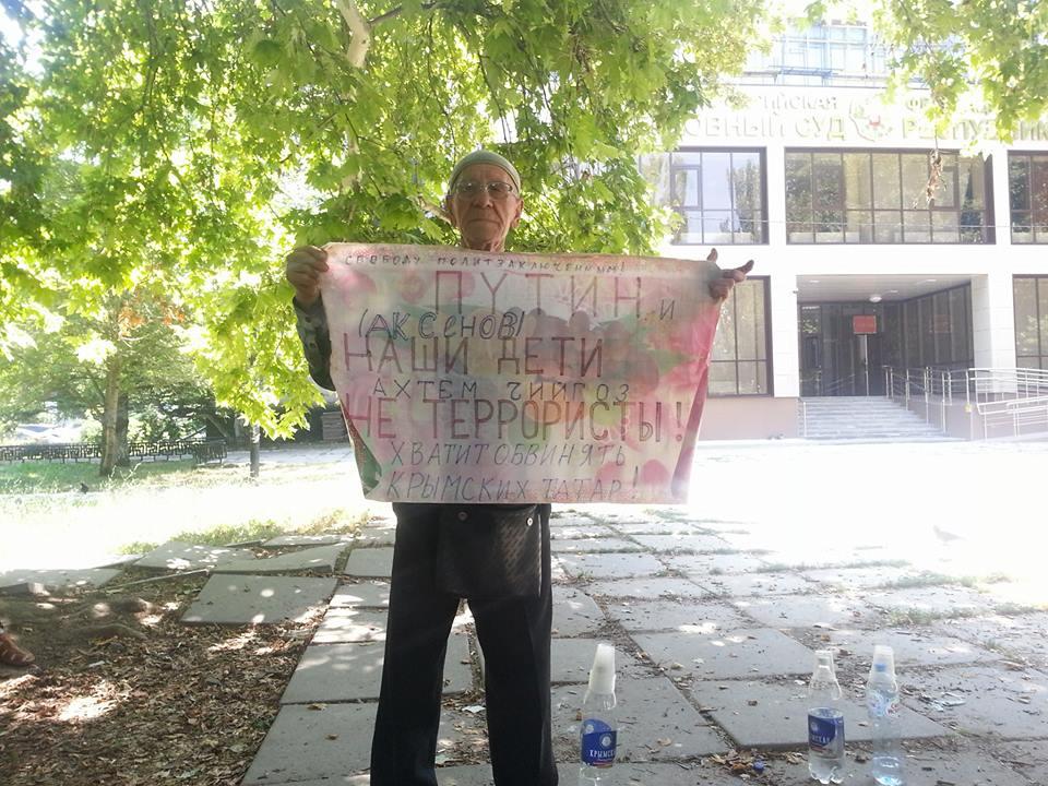 В окупованому Криму суд на 10 днів заарештував активіста за одиночний пікет  на підтримку Чийгоза (10.45 17) 3a58aaae1b7b1