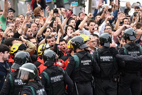 Каталонія. 90% за незалежність та сутички з поліцією
