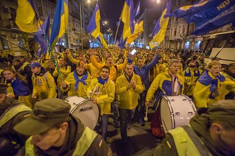 Марш футбольних фанатів перед матчем Україна-Хорватія у Києві
