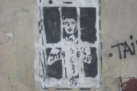 Офіційна агітація і графіті у Луганську