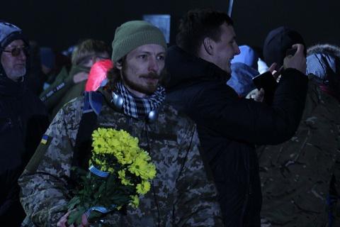 """Звільнені з полону українці прибули у """"Бориспіль"""""""