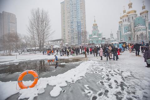 В Києві традиційно відсвяткували Водохреща