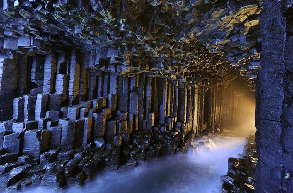 Фінгалова печера - відома морська печера на безлюдному острові Стаффа